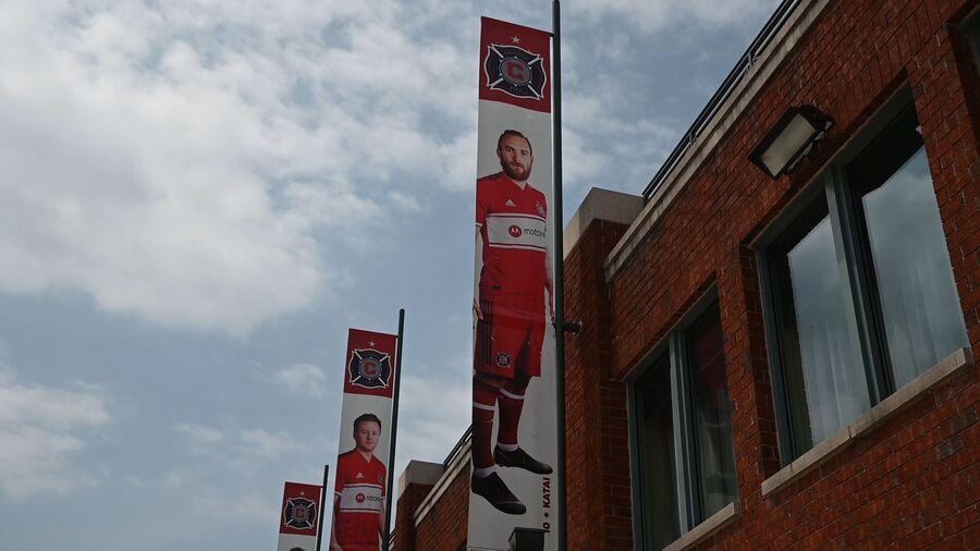 Kataijev poster na ulazu stadiona Chicago Fire