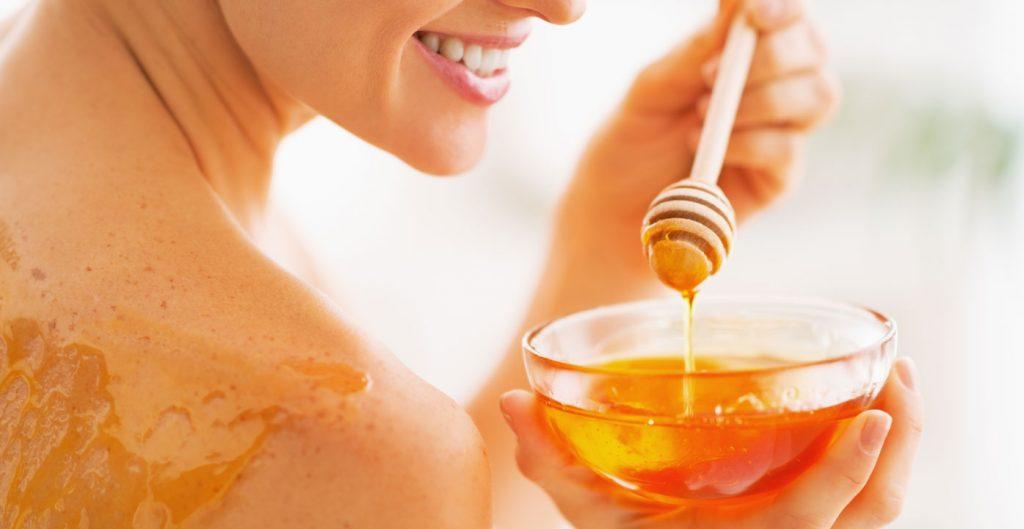 Kozmetika iz kućne radinosti - Med blagotvorno djeluje na kožu